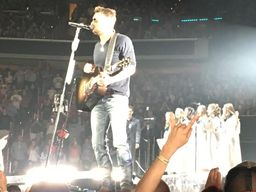 Singers Back Up Eric Church